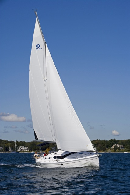 Hunter-45DS-sailing